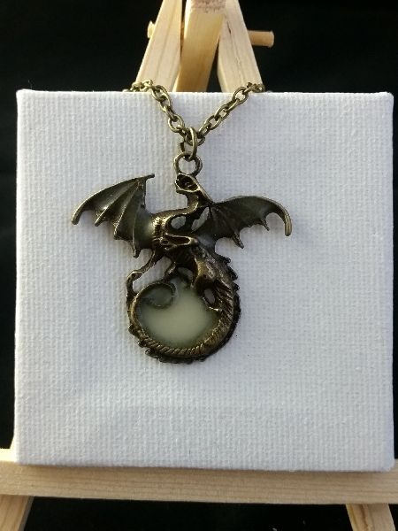 Collier dragon phosphorescente